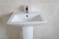 pedestal basin fitting